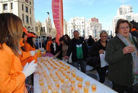 Miles de visitantes se han acercado hasta el espacio habilitado para degustar los productos valencianos. FOTO: DIVAL