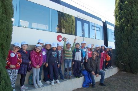 Los alumnos de 1º de Primaria del Colegio Baladre de Picanya en su visita a Metroescola.
