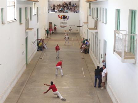 Jugando en la calle de Borbotó. Foto: EPDA
