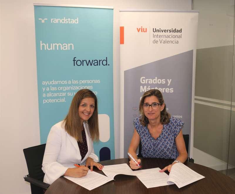 Ana Hervás, directora Randstad en España, y la Excma. Sra. Dña. Eva María Giner, Rectora Magnífica de la Universidad Internacional de València. EPDA