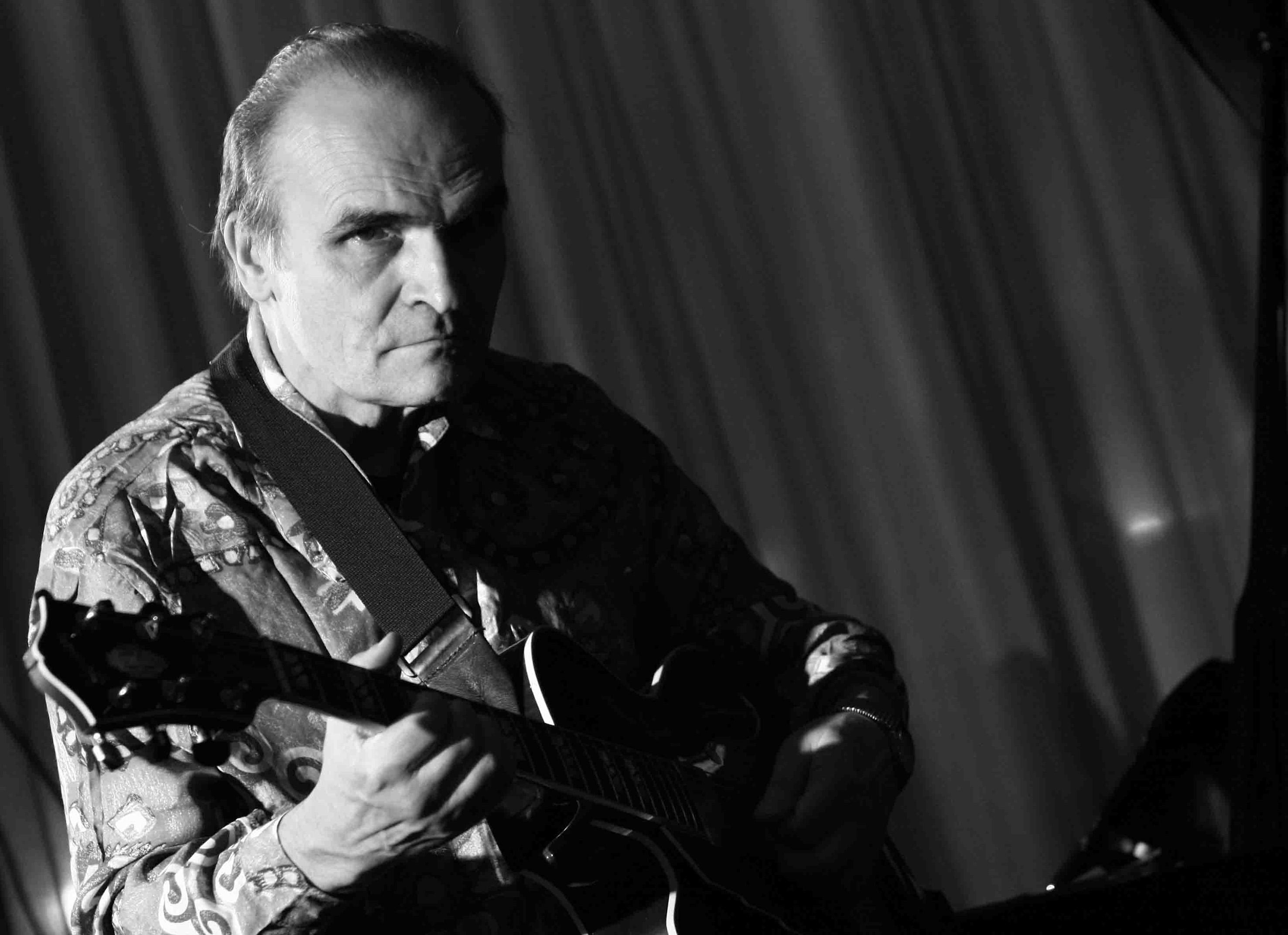 El guitarrista Marc Fosset clausura el ciclo Jazz a la serena del VIII Festival Internacional de Jazz de Peñíscola. Foto gva.es