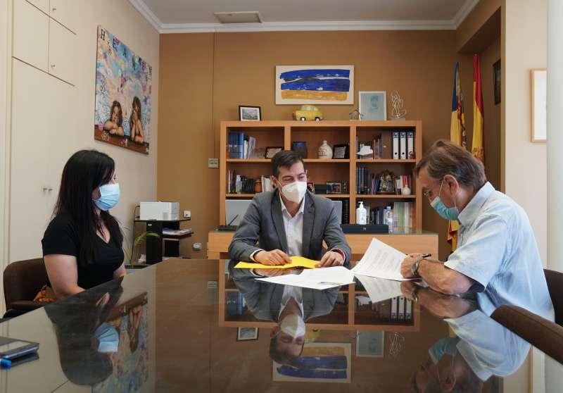 Firma del convenio en Burjassot