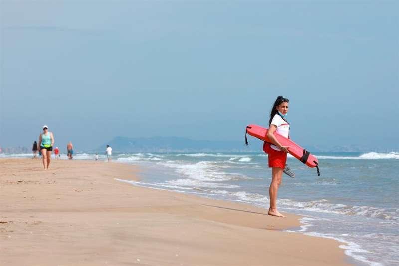 Socorrista a una platja. EPDA