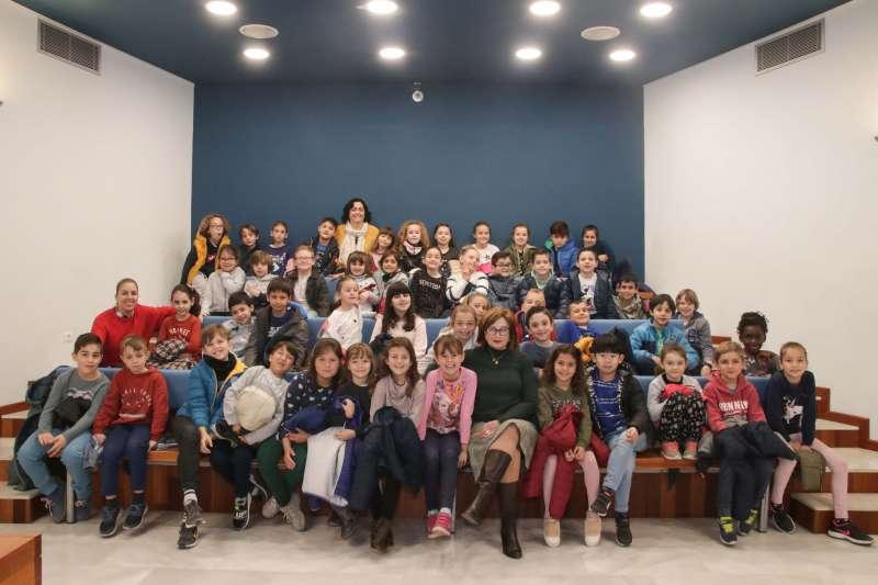 Imatge dels xiquets al Ajuntament