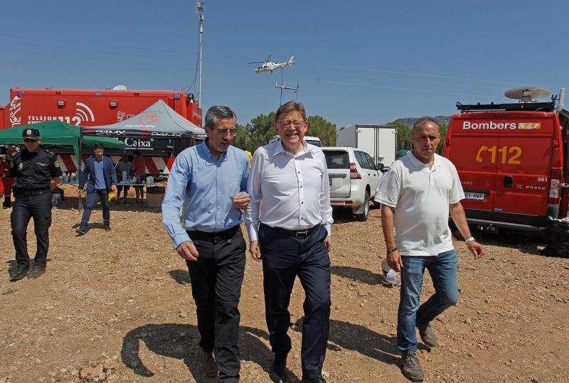 El president de la Generalitat Valenciana, Ximo Puig, junto al director general de Emergencias, Jose Maria Angel. EFE