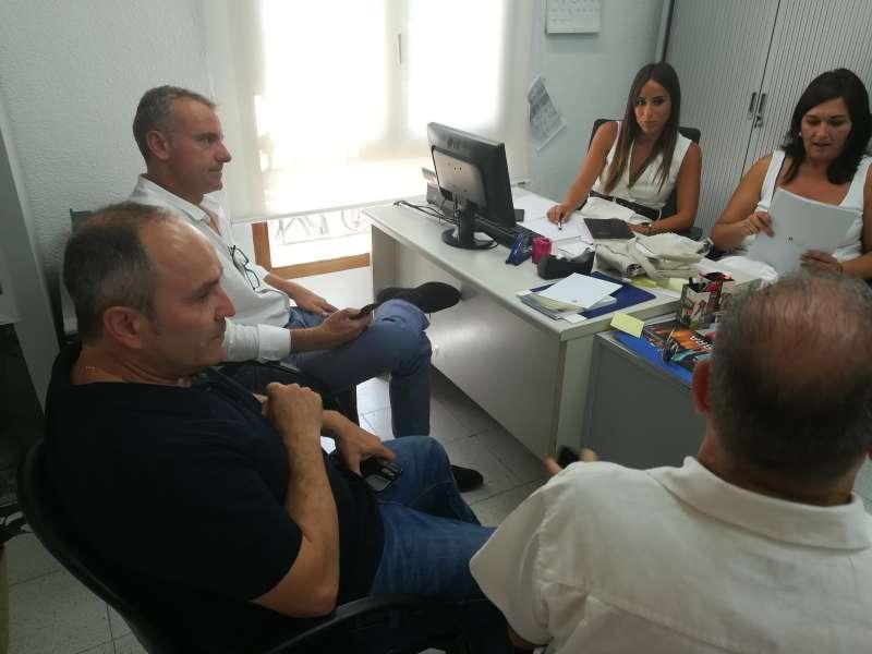 Reunión del equipo de Turismo con los organizadores del evento en Peñíscola.