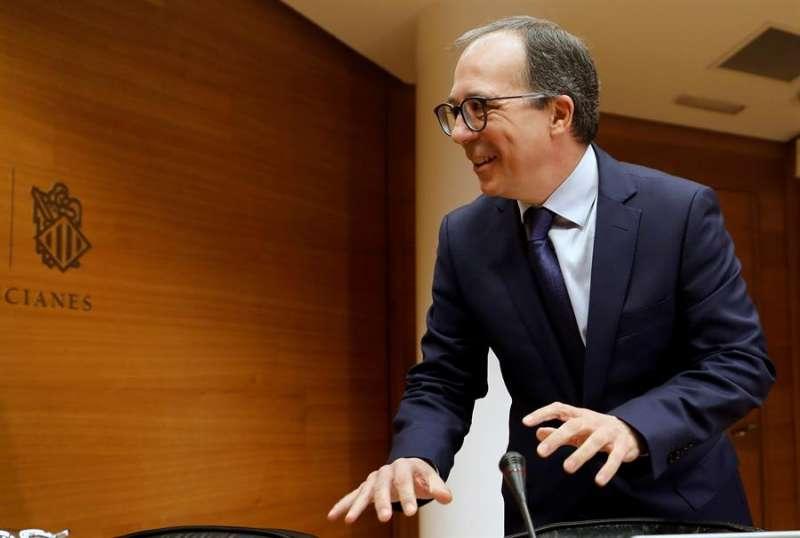 El presidente del consejo rector de la Corporació Valenciana de Mitjans de Comunicació, Enrique Soriano, ante la Comisión parlamentaria de Radiotelevisión Valenciana.EFE