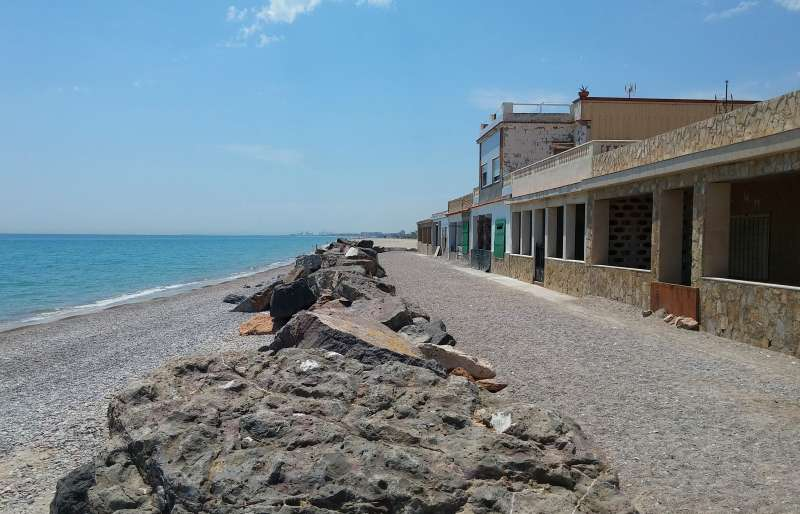 El alcalde de sagunto francesc fern ndez el concejal de playas jos vicente mu oz y el edil - Casas en almenara playa ...