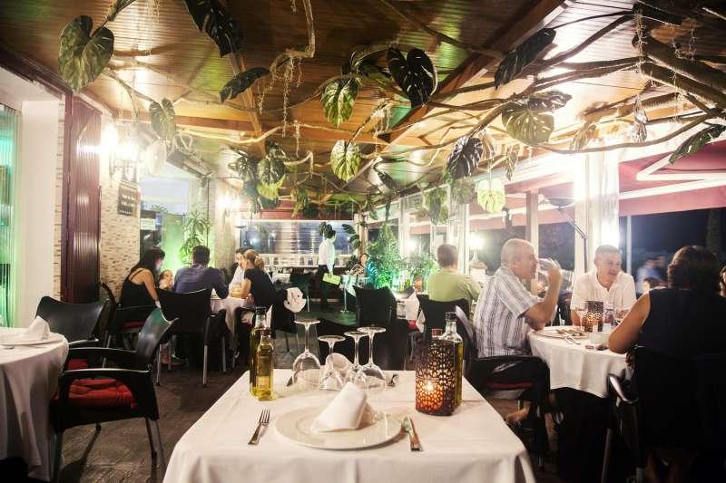 Una de las salas del restaurante El Galeón de Canet d