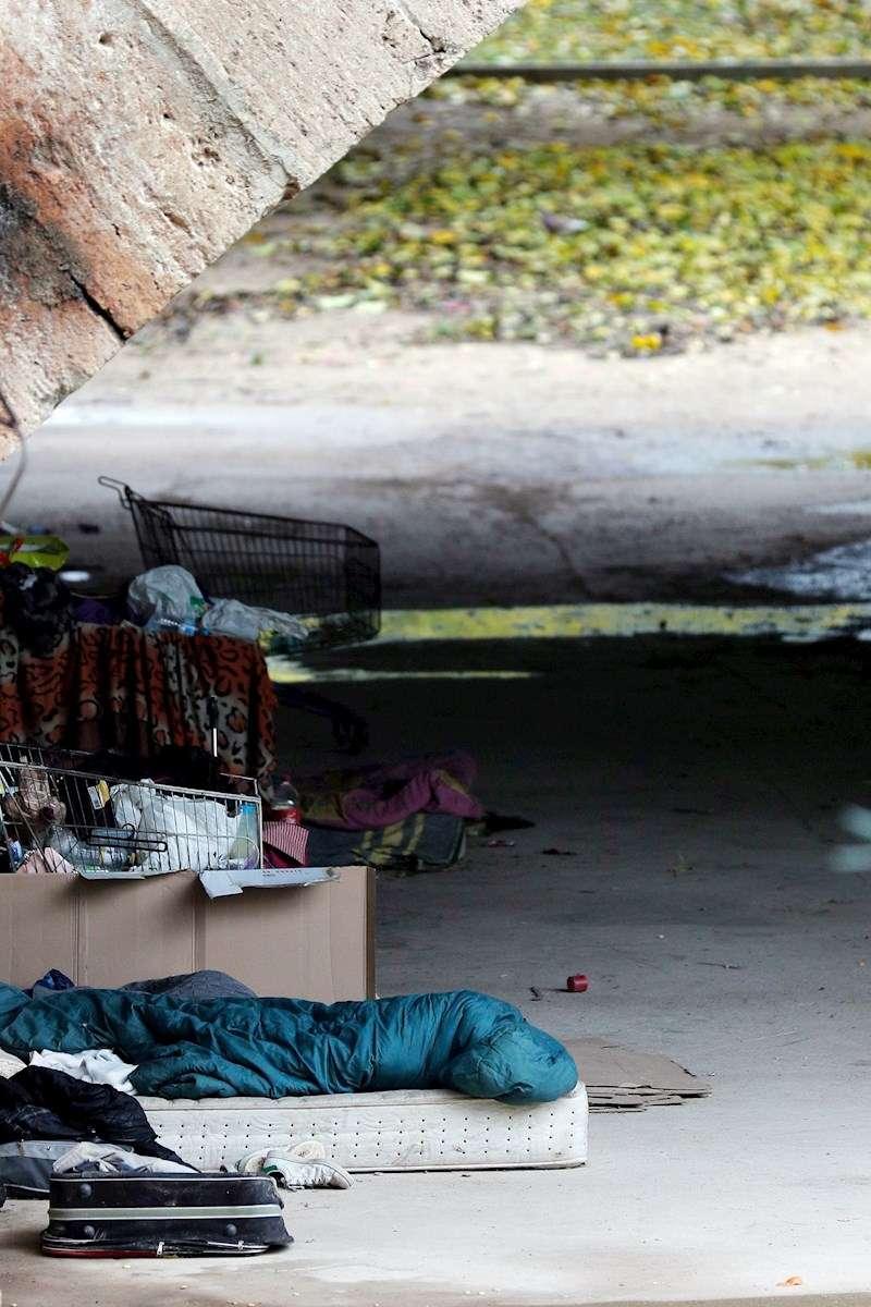 Detalle de un campamento de sintecho en València. EFE