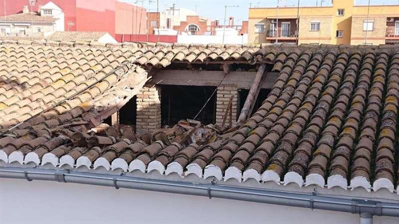 Imagen del tejado hundido en Aldaia (Valencia). EFE/Consorcio de Bomberos