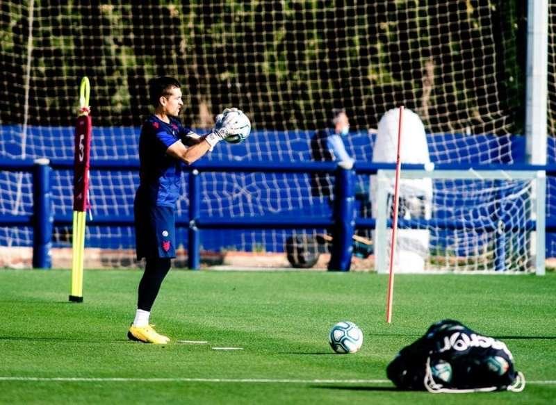 Momento del entrenamiento de este lunes, en una imagen difundida en redes sociales por el Levante UD.