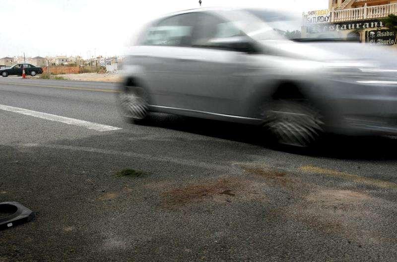 Estado de la calzada tras un atropello mortal en la provincia de Alicante. EFE/Archivo