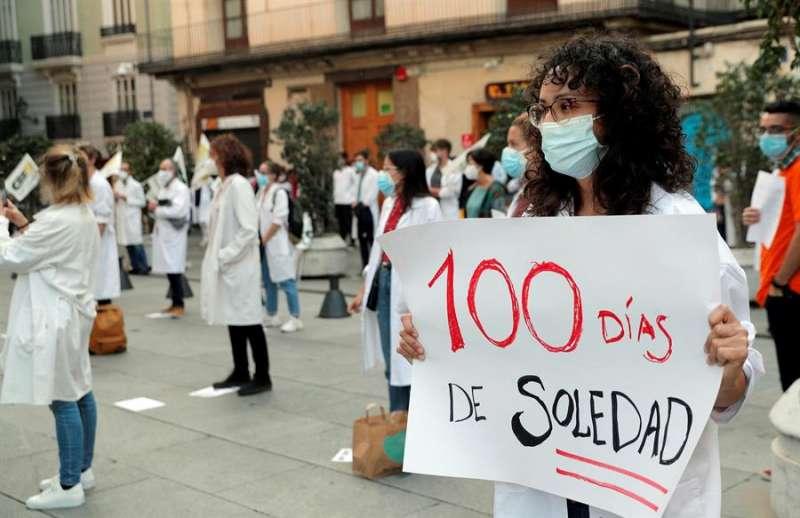 Concentración ante el Palau de la Generalitat de Médicos Internos Residentes (MIR), que llevan en huelga 100 días. EFE/Kai Försterling