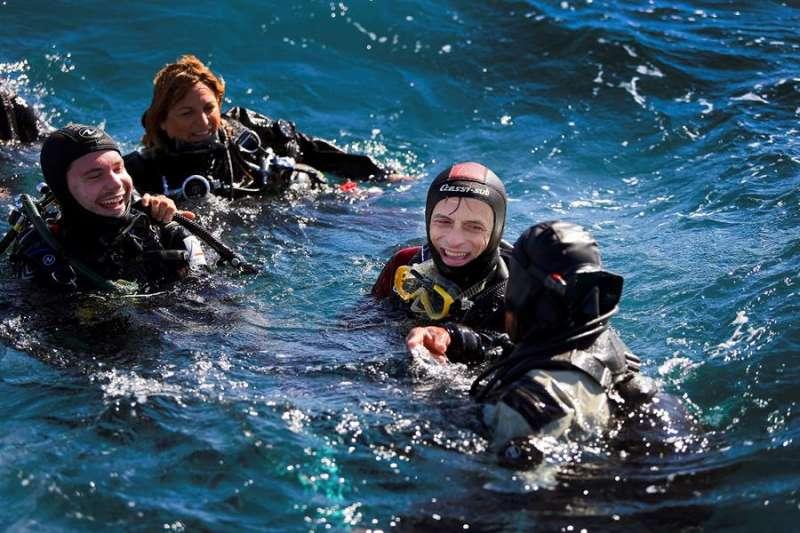 Pedro Duque, se ha sumergido con los investigadores para conocer la lucha contra el cambio climático en la pesca. EFE