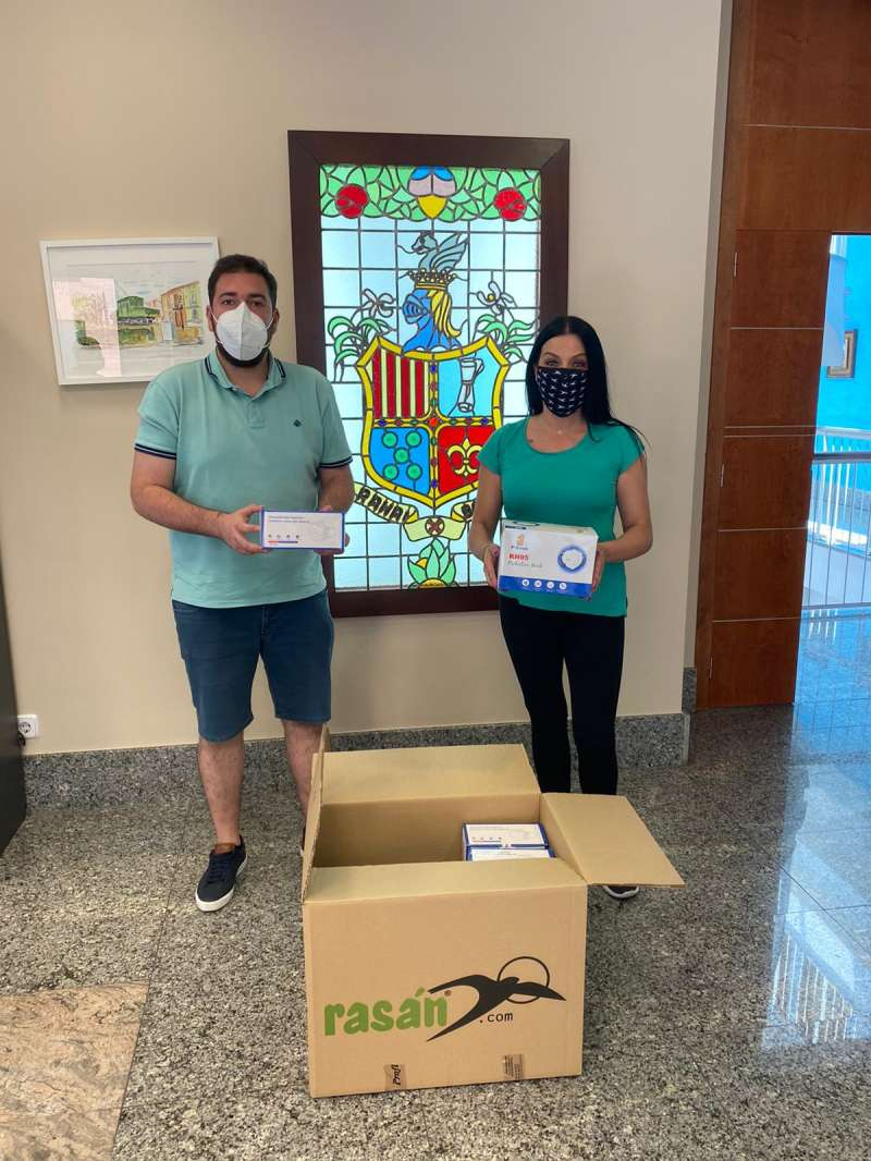 Donación de las mascarillas en Raflebunyol. EPDA
