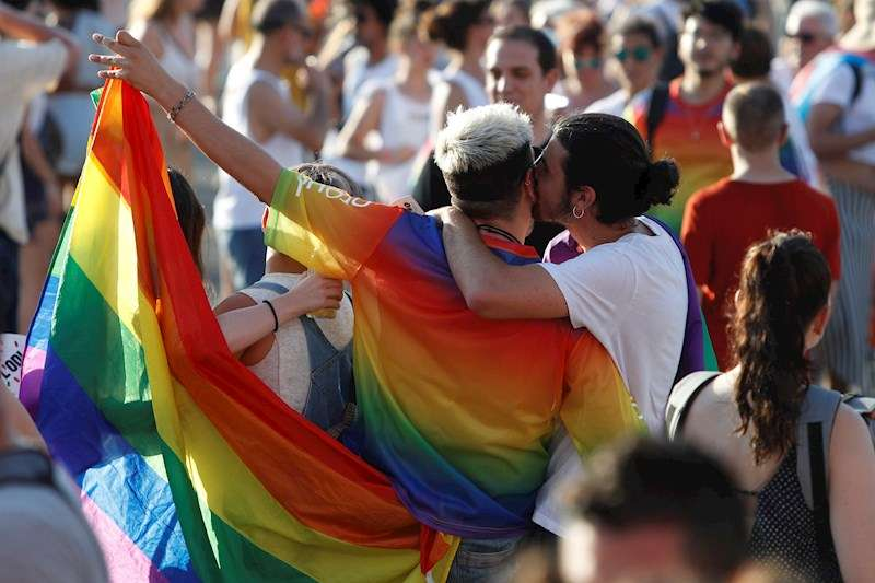 Participantes en una manifestaci�n Pride LGTBI. EFE/Archivo