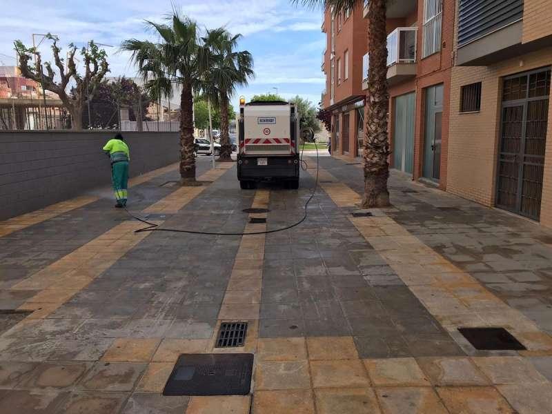 Desinfección de calles peatonales de Llíria. / EPDA