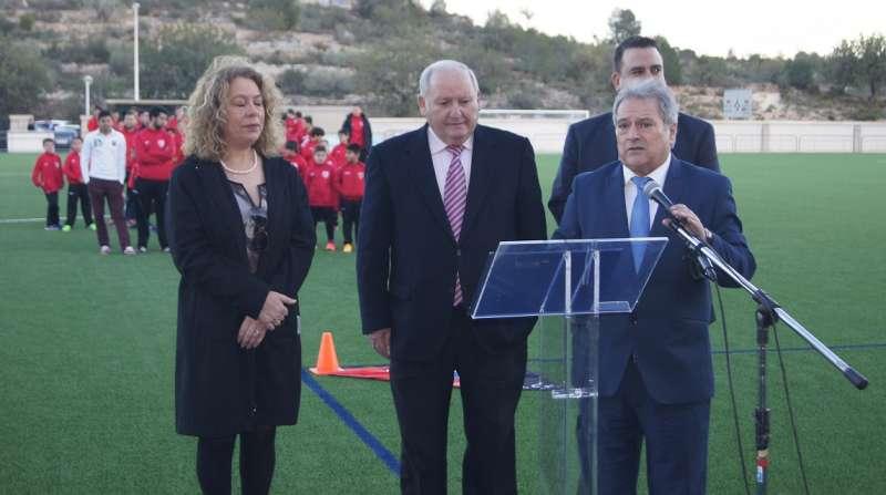 Rus y Tarazona inaugurando el campo de Fútbol.//EPDA