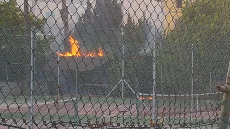 Pista de tenis ardiendo. EPDA