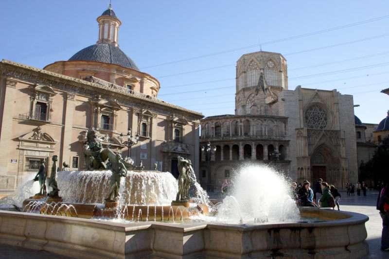 La Plaza de la Virgen de Valencia es uno de los puntos de encuentro preferido por los turistas