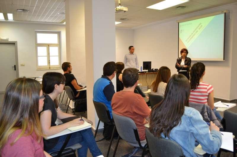 Clase de enfermería de Salud Mental en la Escuela Valenciana de Estudios de la Salud (EVES)