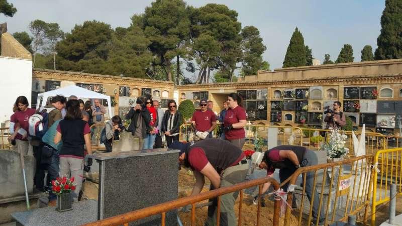 Apertura de fosas en el cementerio de Paterna. EPDA