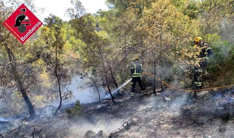 Imagen del incendio cedida por el Consorcio Provincial de Bomberos de Alicante.