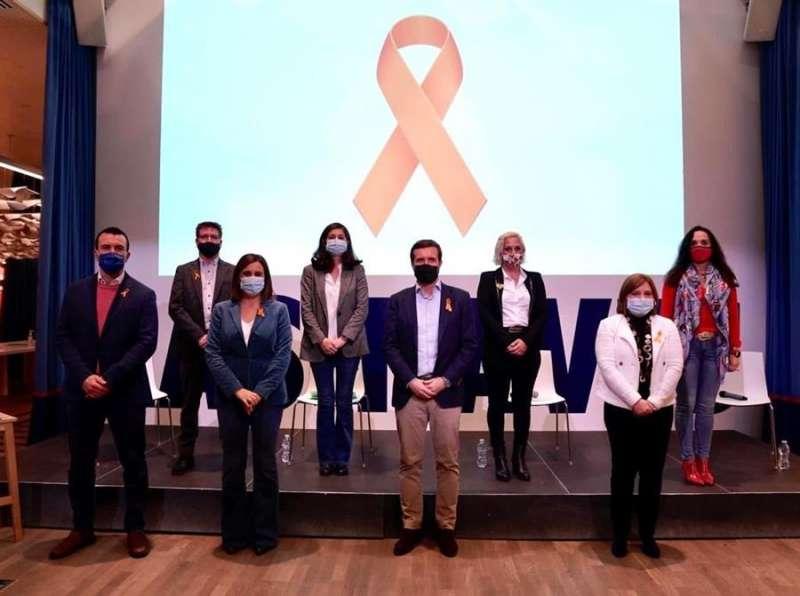 Pablo Casado, en un acto de educación en València, junto a la presidenta del PPCV, Isabel Bonig, y otros dirigentes populares