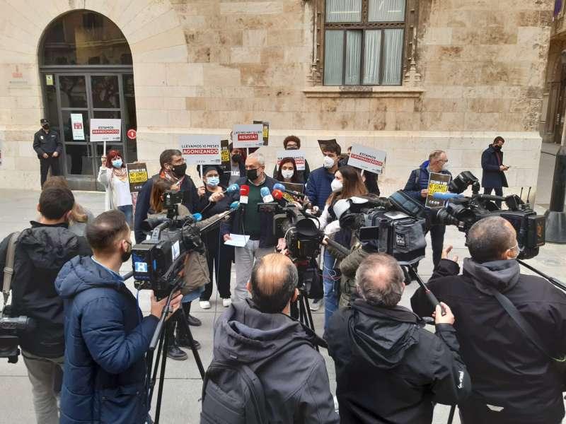 Rueda de prensa frente al Palau de la Generalitat