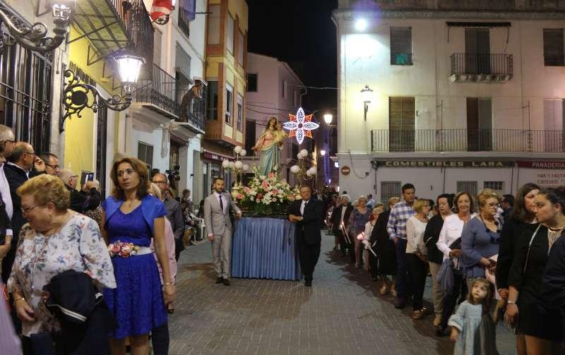 Mucho público en la procesión de la Virgen