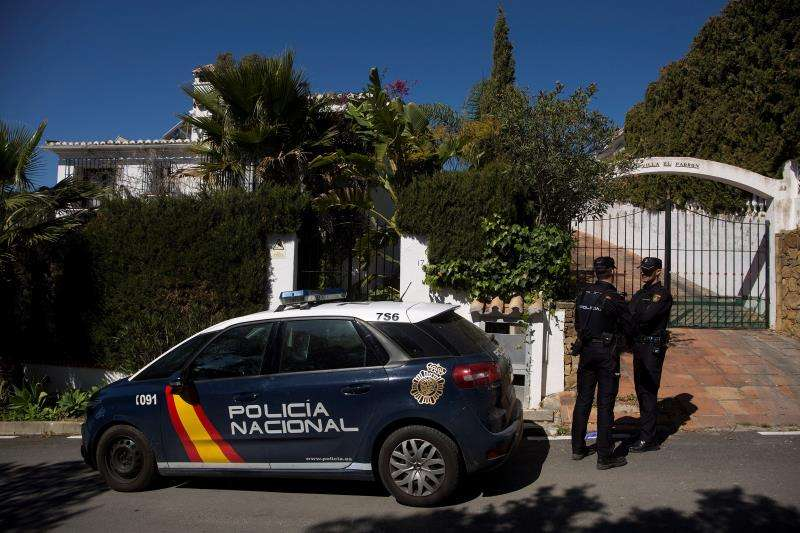 La Policía vigila un chalé en una imagen de archivo. EFE