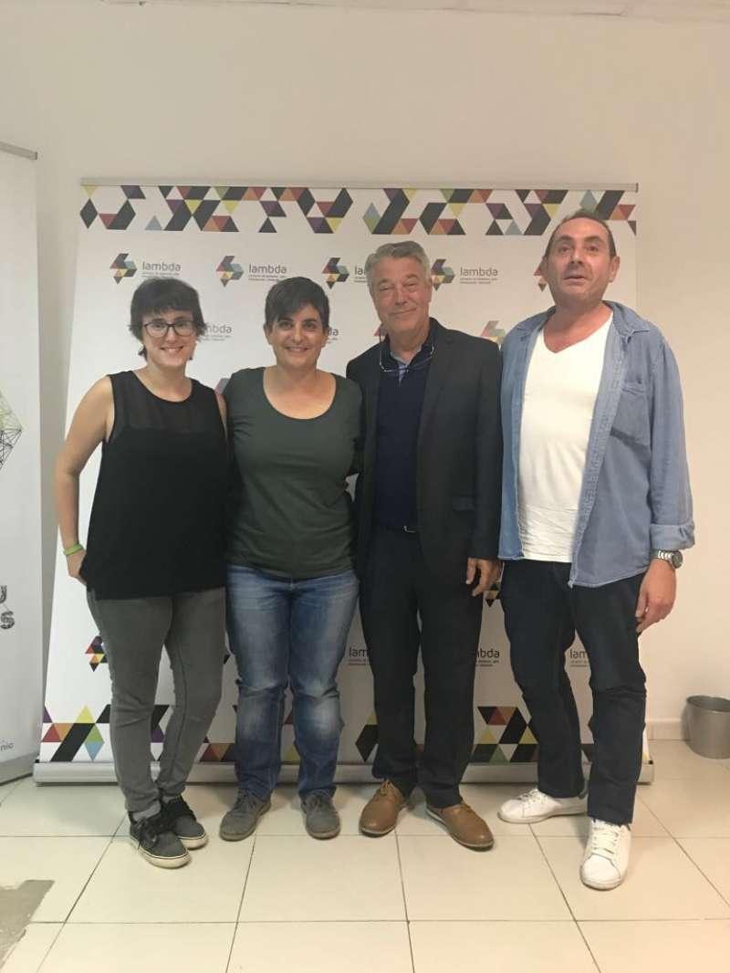 Fani Boronat y Joan Ignaci Culla, en el centro. FOTO SOM