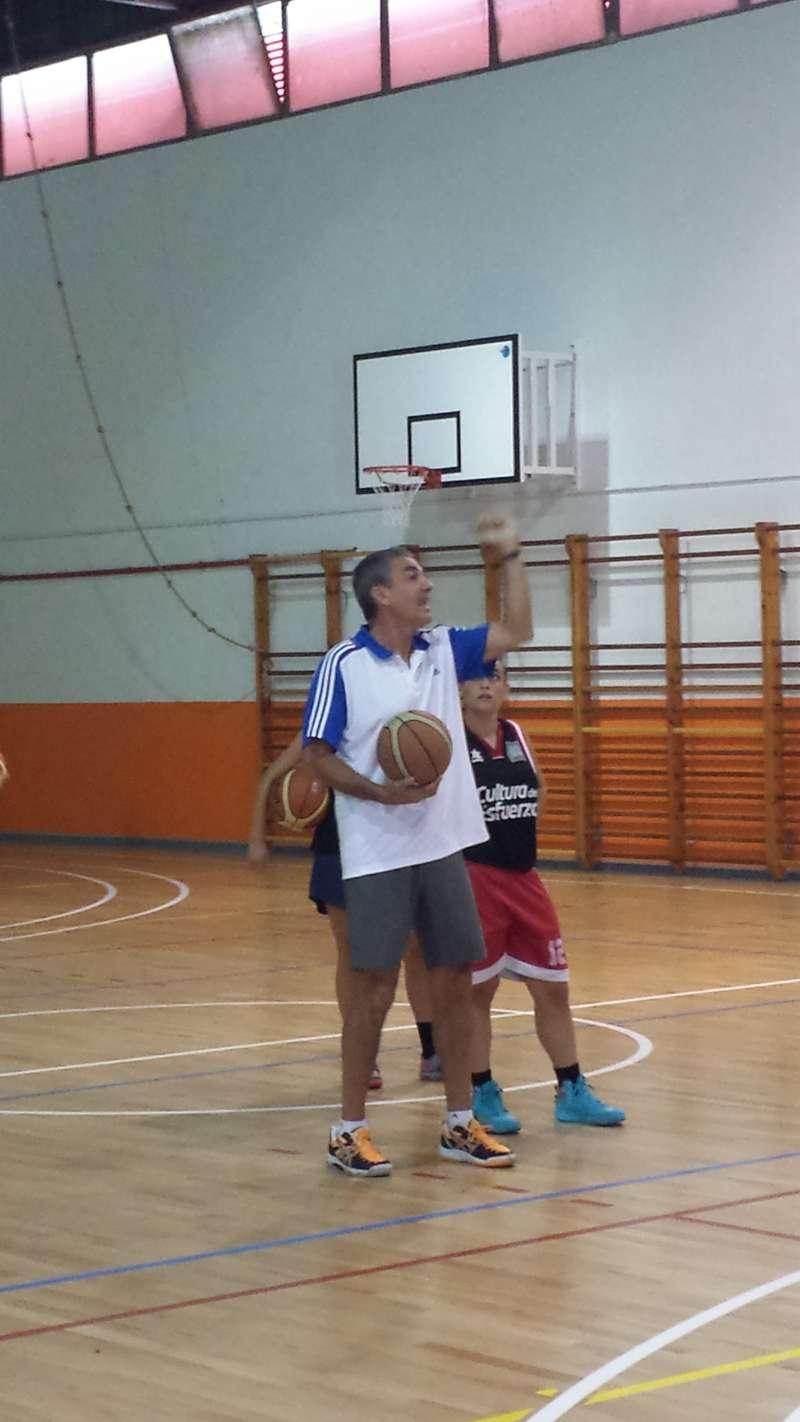 Vicente Soriano dirige un entrenamiento