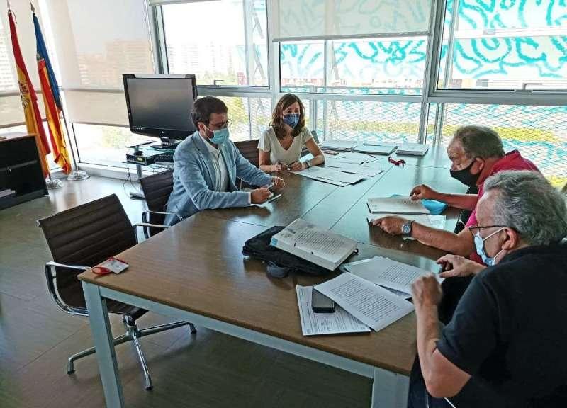 La Vicepresidencia Segunda y Conselleria de Vivienda y Arquitectura Bioclimática firma la compra de las ocho viviendas. / EPDA