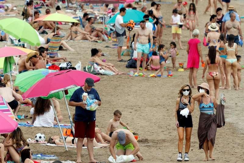 Vista general de la playa valenciana de la Malvarrosa en una imagen de archivo tomada durante el segundo fin de semana de este mes de junio