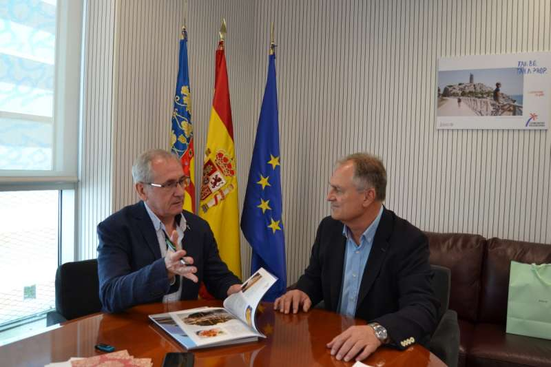 Reunión del alcalde de LLíria con AVT.