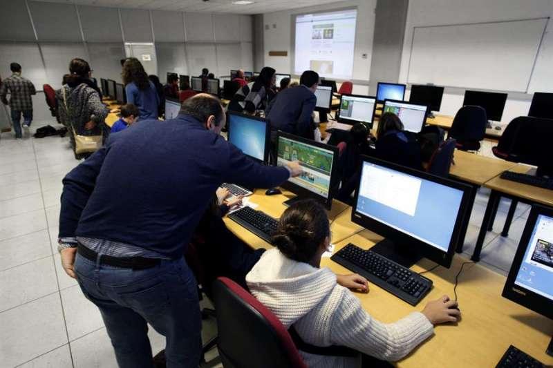 Clase de informática a niños de Educación Primaria. EFE/Archivo