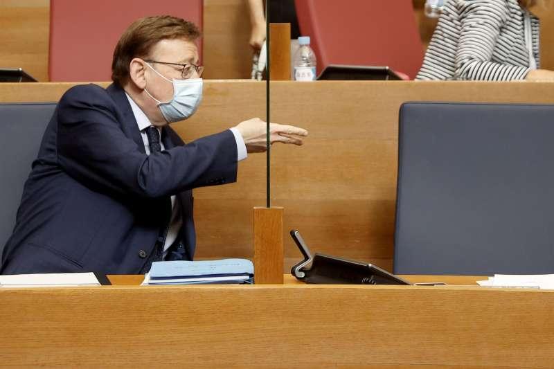 El president Ximo Puig, al inicio de la sesión de control, hoy en la Cortes Valencianas
