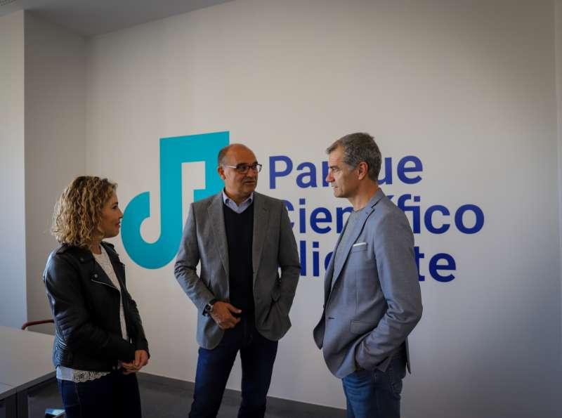 Toni Cantó y Marta Martín en su visita al Parque Científico de la Universidad de Alicante.