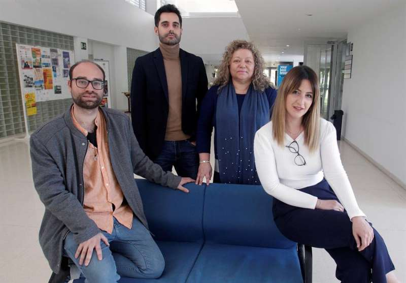 Manuel Fernández Alcántara (1i); Nicolás Ruiz Robledillo (2i); Rosario Ferrer Cascales (2d); y María Rubio Aparicio (1d), de la Facultad de Ciencias Sociales de la Universidad de Alicante. EFE