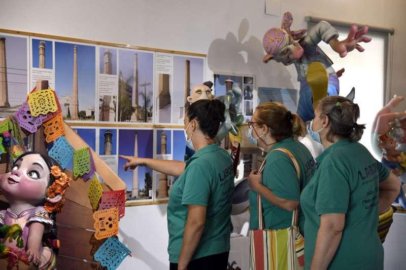 Visitantes del Museu de la Rajoleria de Paiporta
