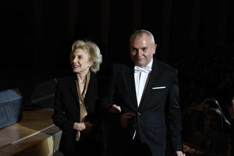 Marisa Paredes, madrina, amb el director de la MICE, Josep Arbiol. FOTO INÉS FERRER