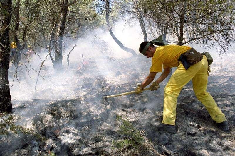 Imagen de archivo de un incendio en la Sierra Calderona. EFE/Archivo