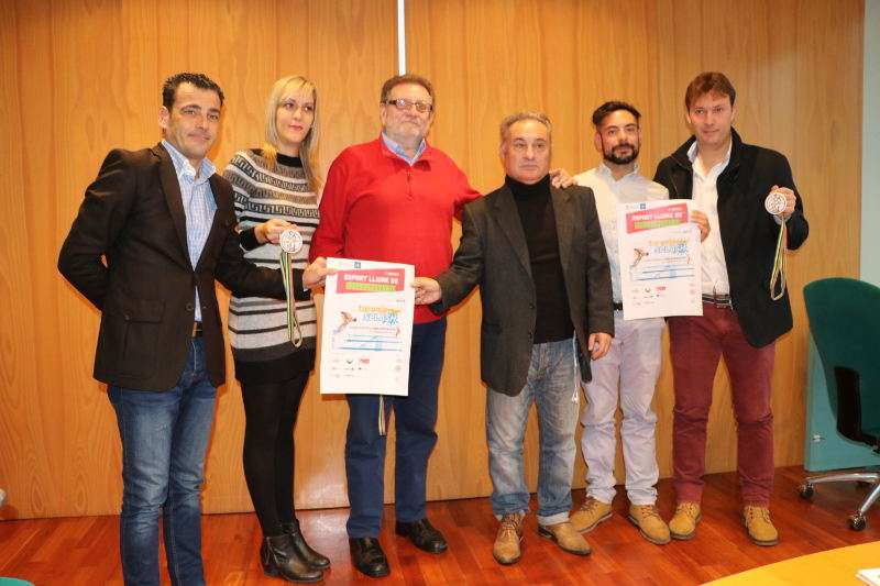 Alcalde, concejala y concejales de Torrent presentan la segunda edición del Taronja Splash. EPDA
