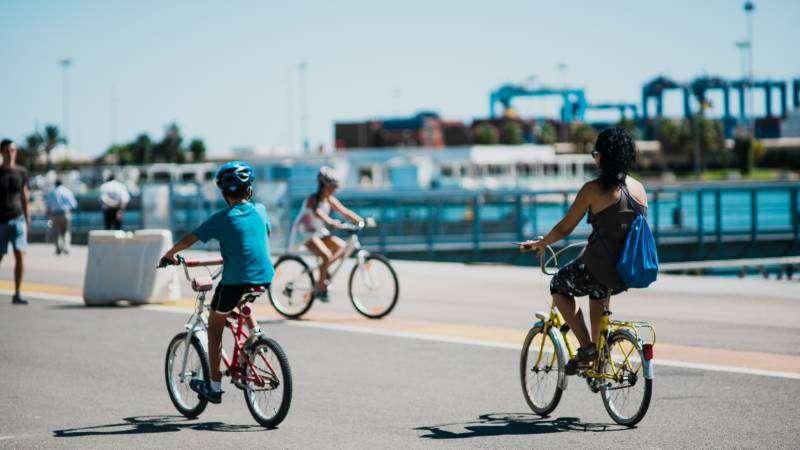 Ciudadanos en bicicleta. / EPDA