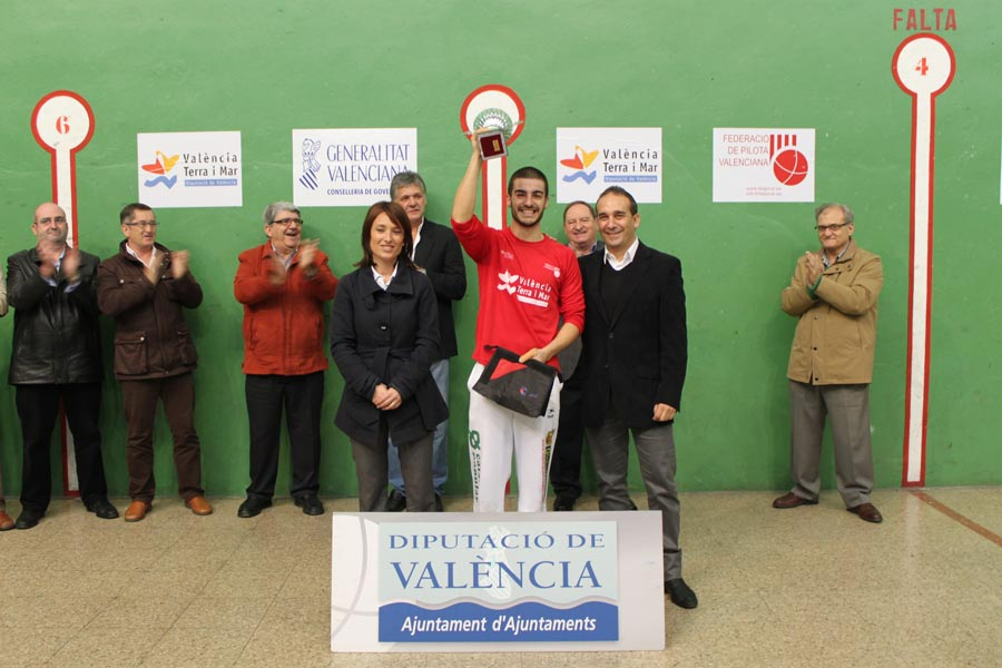 El campeón del XXV Trofeo de Pilota de la Diputación de Valencia. FOTO EPDA