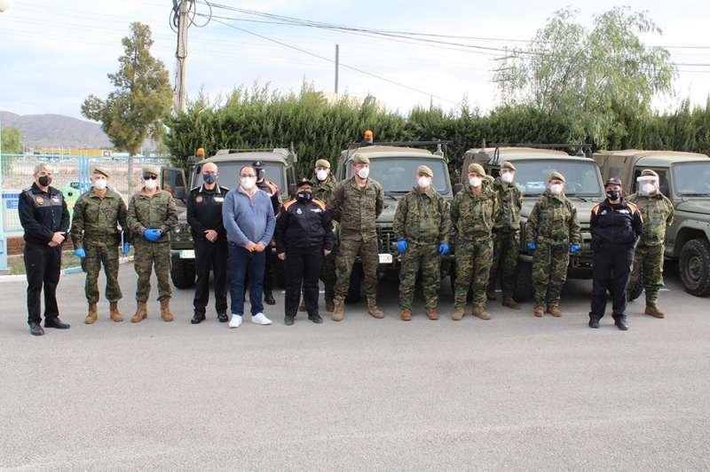 Miembros del ejército en Novelda