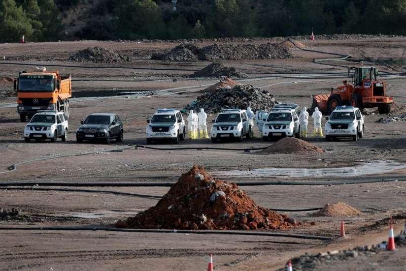 Alrededor de 30 guardias civiles, además del personal de la planta, en la búsqueda. EFE