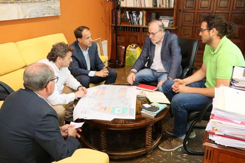 Reunión de los concejales de Sagunto con los reponsables de Worten.
